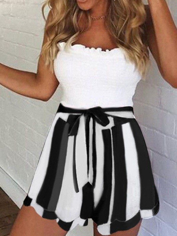 schwarz weiß gestreifte kurze hosen