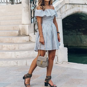 Mini vestido volantes de rayas recortar fuera del hombro alinear lindo azul claro
