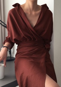 Midi-robe ceinture irrégulière à col roulé brique rouge