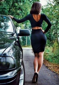 Mini robe dos croisé découpes col rond noir