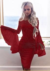 Mi-longue robe en dentelle col bateau épaule dénudée manches trompette moulante élégant rouge