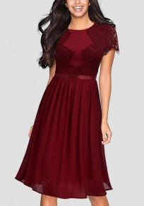 Mi-longue robe avec dentelle drapé col rond manches courtes élégant bordeaux