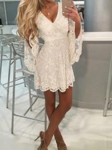 Weiße Spitze V-Ausschnitt Trompetenärmel Rückenfreies Minikleid Partykleid Abendkleid Kurz