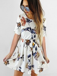 White Flowers Print Pleated Round Neck Short Sleeve Mini Dress