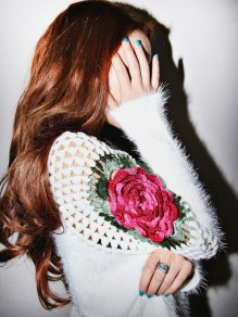 White Flowers Cut Out V-neck Fashion Knit Sweater