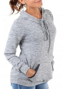 La camiseta bolsillos cordón manga larga con capucha gris