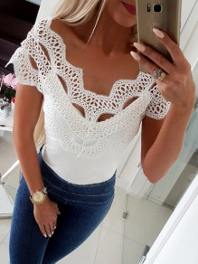 T-shirt en dentelle decollete epaule decollete manche courte en blanc