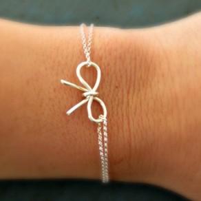 Silberne Art und Weiselegierungs Bogen Charme-Armband