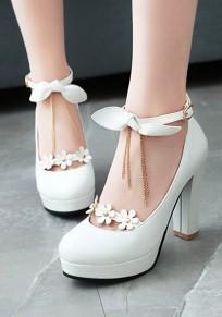 Zapatos punta redonda cadena gruesa pajarita flor hebilla dulce de tacón alto blanco