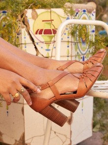Brown Round Toe Chunky Buckle Cut Out Fashion Sandaletten