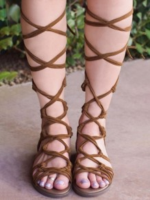 Brown Round Toe Cross Strap Mode flache Sandalen