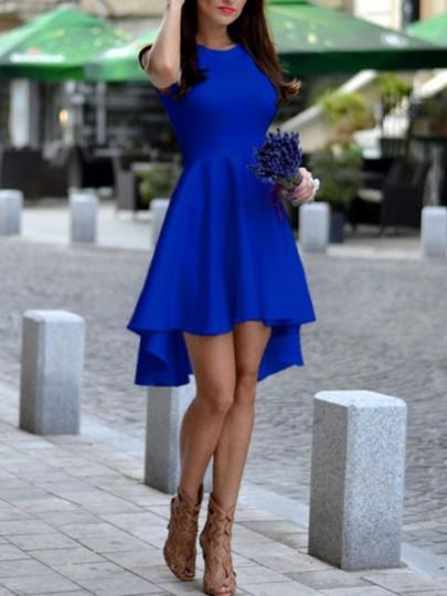 Mi-longue robe trapèze swallowtail haut-bas sans manches élégant bleu roi