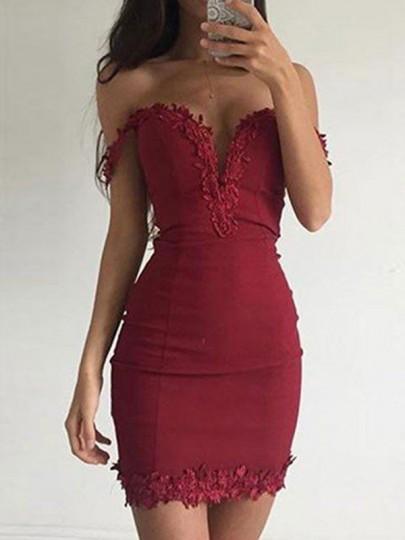 Mini abiti scollo A V aderente con scollo A V rosso