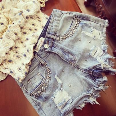 Blau Flickwerk Hohle-heraus Perlen Anstecker Mid-Anstieg kurze Jeans