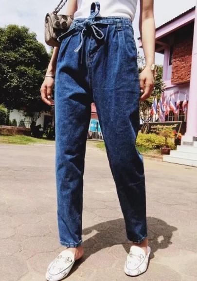 pantalon carotte en jeans avec noeud ceinture poches mode femme bleu fonc jeans bas. Black Bedroom Furniture Sets. Home Design Ideas
