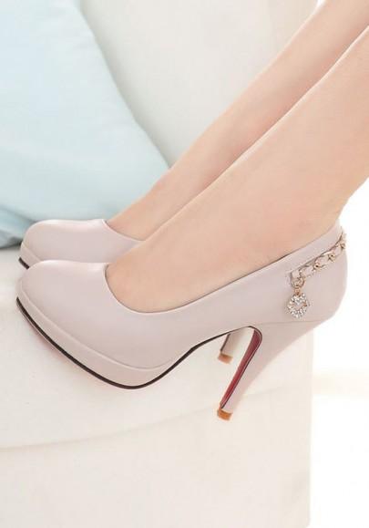 Chaussures bout rond coiffer chaîne en métal occasionnel à talon haut beige