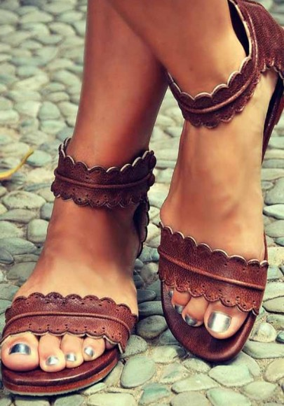 Sandales cheville bord ondulé bout rond plat mode vintage boho marron femme