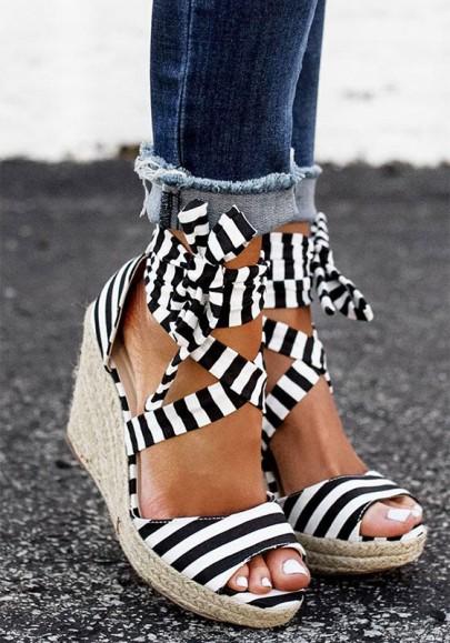 Sandales talon compensé rayé croix sangle cheville mode femme mariniere noir et blanc