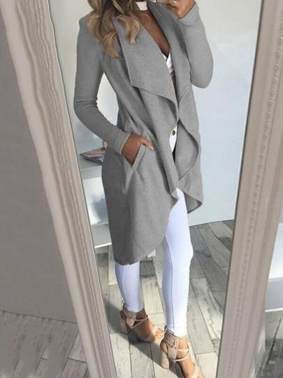 Ropa de abrigo bolsillos manga larga moda gris.