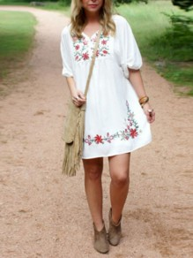 White Embroidery Pleated V-neck Mexican Bohemian Beach Mini Dress