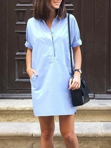 Mini robe boutons poches v-cou manches courtes jeans bleu clair
